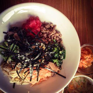 野菜たっぷりビビンバ(GREEN AND MEAT LIFE)