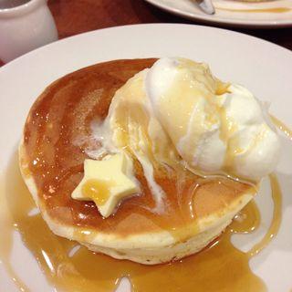 バターと生クリームとアイスクリームのパンケーキ(pancake cafe HOKUHOKU)