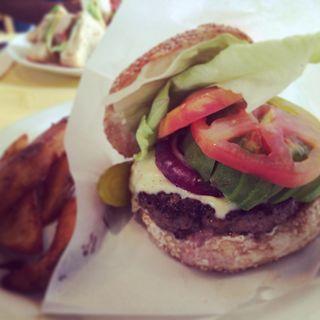 1/2 Avocado & Mozzarella Burger(WeST PArK café)