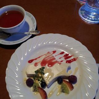 ババロア北海道(コーヒー又は紅茶付)(函館山ロープウェイ山頂レストランジェノバ )