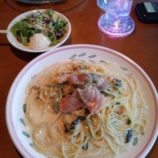 生ハム・ウニ・ほうれん草のクリームスパゲッティー(函館山ロープウェイ山頂レストランジェノバ )