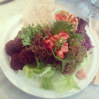 Falafel Plate (クンバ ドゥ ファラフェル (Kuumba du Falafel))