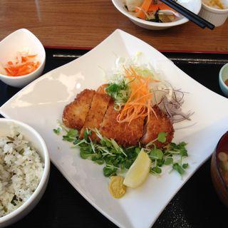 茨城名物 納豆とんかつ定食 (茨城マルシェ Restaurant&Bar)