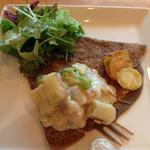 ホタテのクリーム煮とじゃが芋の明太子チーズ焼きガレット(TOOTH TOOTH GARDEN RESTAURANT (トゥーストゥース・ガーデンレストラン))
