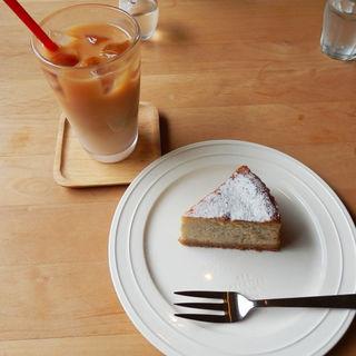 アイスミルクティー&バナナチーズケーキ (Cafe流れ星)