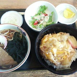 玉子丼ときつねランチ(朝日屋)
