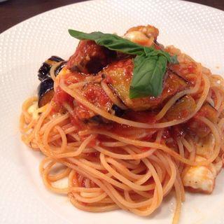 揚げナスととろけるモッツァレラチーズのトマトソーススパゲッティ(passione)