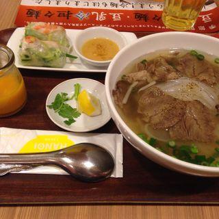 じっくり煮込んだ牛肉のフォーセット(フォー ハノイ トウキョウ (Pho Hanoi TOKYO))