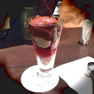 チョコレートアイスとフランボワーズソルベ(ピエール マルコリーニ 名古屋 (PIERRE MARCOLINI))
