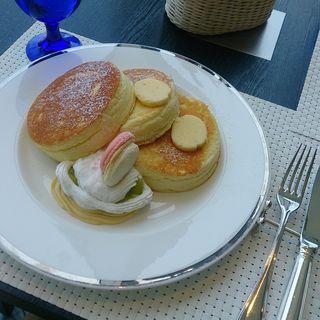 ニューオータニオリジナルパンケーキメロンジュレ添え(下町DINING&CAFE THE sea)