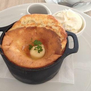 3種チーズの窯出しチーズスフレパンケーキ(パンケーキ専門店 Butter 横浜ベイクォーター)