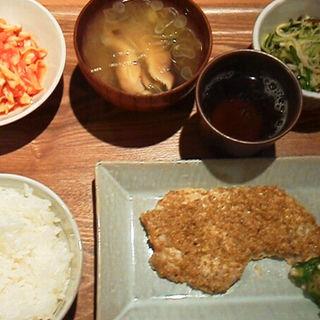チキン定食(丸の内タニタ食堂)