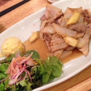 季節野菜の豚生姜炒め定食(にじいろ食堂)