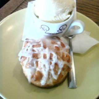 スコーン with アイスクリーム(ベイクショップ (BAKE SHOP))