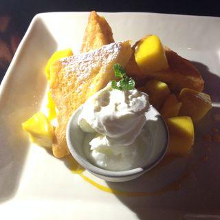 マンゴーとリコッタチーズのフレンチトースト(J CAFE)