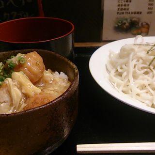 ふわとろ親子丼と2色ソバランチ(Dining Bar BOO FOO WOO (ダイニングバー ブーフーウー))