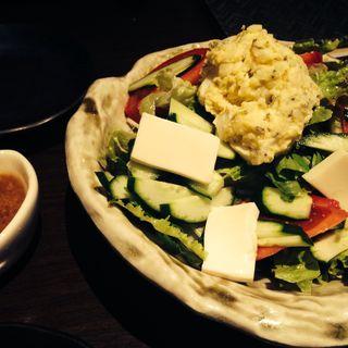 おまかせサラダ(MARU-SU Dining Akio製麺所 (マルスダイニングアキオセイメンジョ))