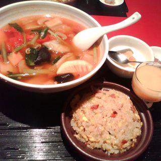金香楼特製壺料理+豆腐の挽肉煮込みランチ(金香楼)