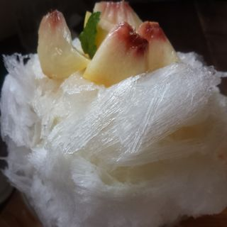 日光天然水 四代目徳次郎 かき氷「生ももミルク」(ドー・ドーナツ)
