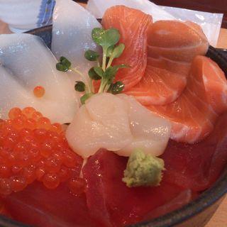 三色丼(海鮮すし 海花亭 (かいせんすし かいかてい))