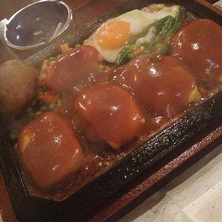 ダブルチーズ300g、目玉焼き、ソーセージトッピング(ゴールドラッシュ 原宿店 )