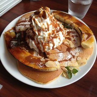 キャラメルバナナパンケーキ on ムースホイップ(FREEMAN CAFE)