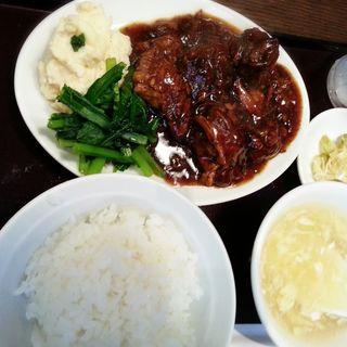 牛バラの煮込み定食(CHINESEKITCHEN 虎8 (チャイニーズキッチントラハチ))