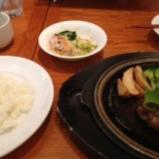 黒毛和牛入り炭火焼ハンバーグ(炭火焼グリル カキヤス)