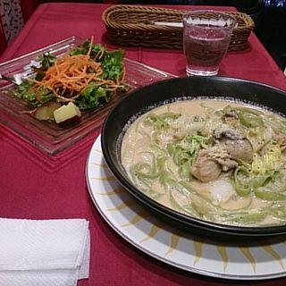 牡蠣のクリームソース ほうれん草パスタ(横浜ビール 驛の食卓)