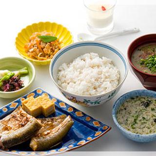 麦とろご飯と焼き魚(熊さわ)