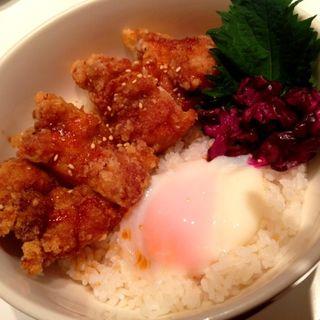 鶏竜田揚げ丼 温玉のせ(代官山unice)