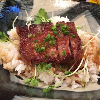 ステーキ丼(つくね屋本舗)