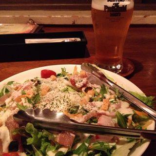 生ハムと温泉卵のシーザーサラダ(Cafe FLOW 名古屋)