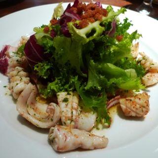 山口県萩から届いたヤリイカのソテー ピマンエスプレット風味(レストラン オカダ (OKADA))