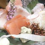 大マグロと選抜鮮魚のお造り盛り 3貫