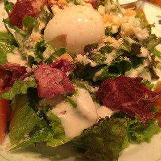 ビーフパストラミと半熟卵のシーザーサラダ(エル バルコ )