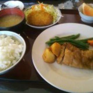 チキンのオリーブ焼きとカニクリームコロッケ定食(すいれん)