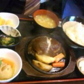 ハンバーグ定食(新喜)