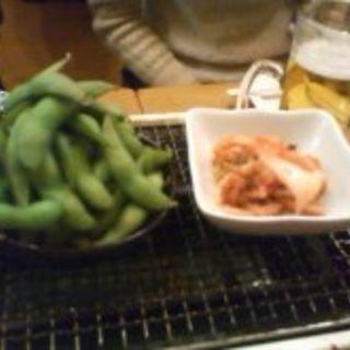 枝豆とキムチ(海鮮BBQ 浜印水産 ハマ横丁店  )