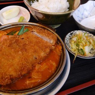 鉄板カツのチゲ煮込みとご飯(ランチ限定)(万松 (ばんしょう))
