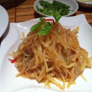 細切り芋の冷菜(パラダイスダイナシティ)