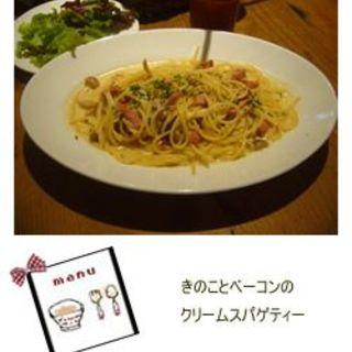 きのことベーコンのクリームスパゲティー サラダ+ドリンクバー付き(パームスカフェ (Palms cafe))