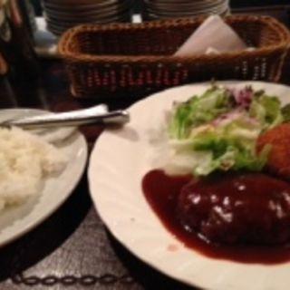 和牛ハンバーグ&真鯛のクリームコロッケ(グリルばらの木 (ばらのき))