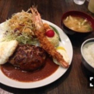 ハンバーグ定食(八日食堂)