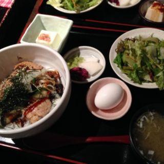 つくね丼(鉄板焼 香味由)