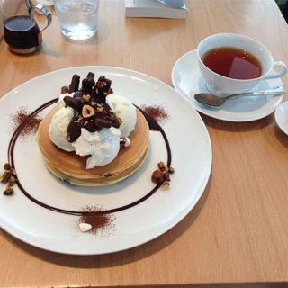 ビターチョコレートソースとキャラメリゼした4種のナッツ バニラアイス添え(Pancake Ristorante)