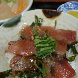 マグロ丼(くろうま )