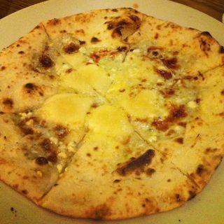 四種のチーズピザ(TERAS)