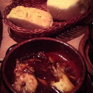 えびとキノコの香草バターアヒージョ(ワイン食堂 イナセヤ キッチン (イナセヤ KITCHEN))