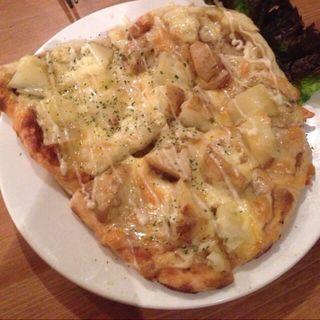 ホタテとキノコのアンチョビピザ(ハジマル)